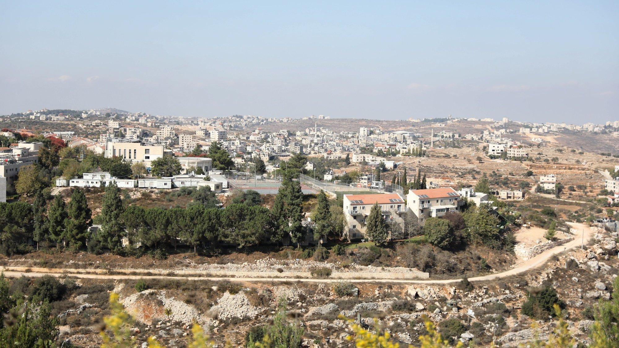 Casas de colonos israelitas na Cisjordânia