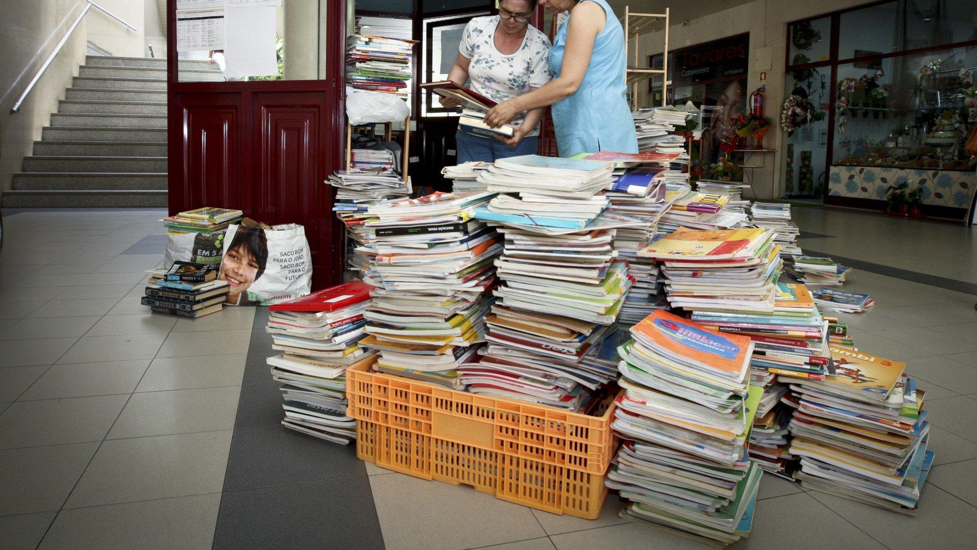 bancos de livros escolares usados