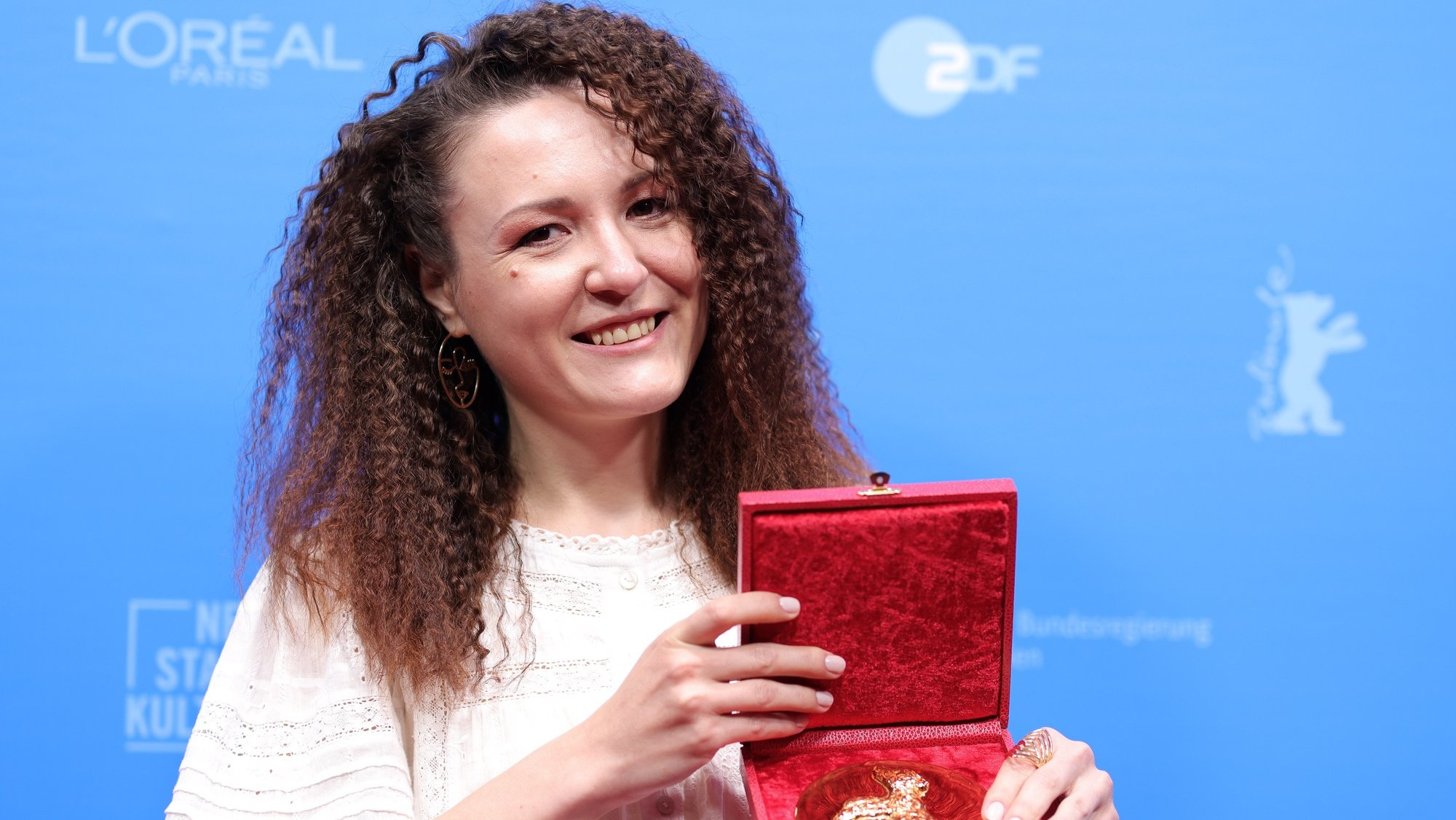 epa09269097 Olga Lucovnicova, winner of the Golden Bear for the Best Short Film for their movie 'Nanu Tudor' (My Uncle Tudor) poses with their trophy during a photocall after the awarding ceremony of the 71st Berlinale International Film Festival Summer Special in Berlin, Germany, 13 June 2021. Due to the coronavirus COVID-19 pandemic, the 71st Berlinale is taking place in two stages: a virtual Industry Event, that was held from 01 to 05 March 2021, and the Summer Special for the general public running from 09 to 20 June 2021 as an outdoor-only event.  EPA/ANDREAS RENTZ / POOL