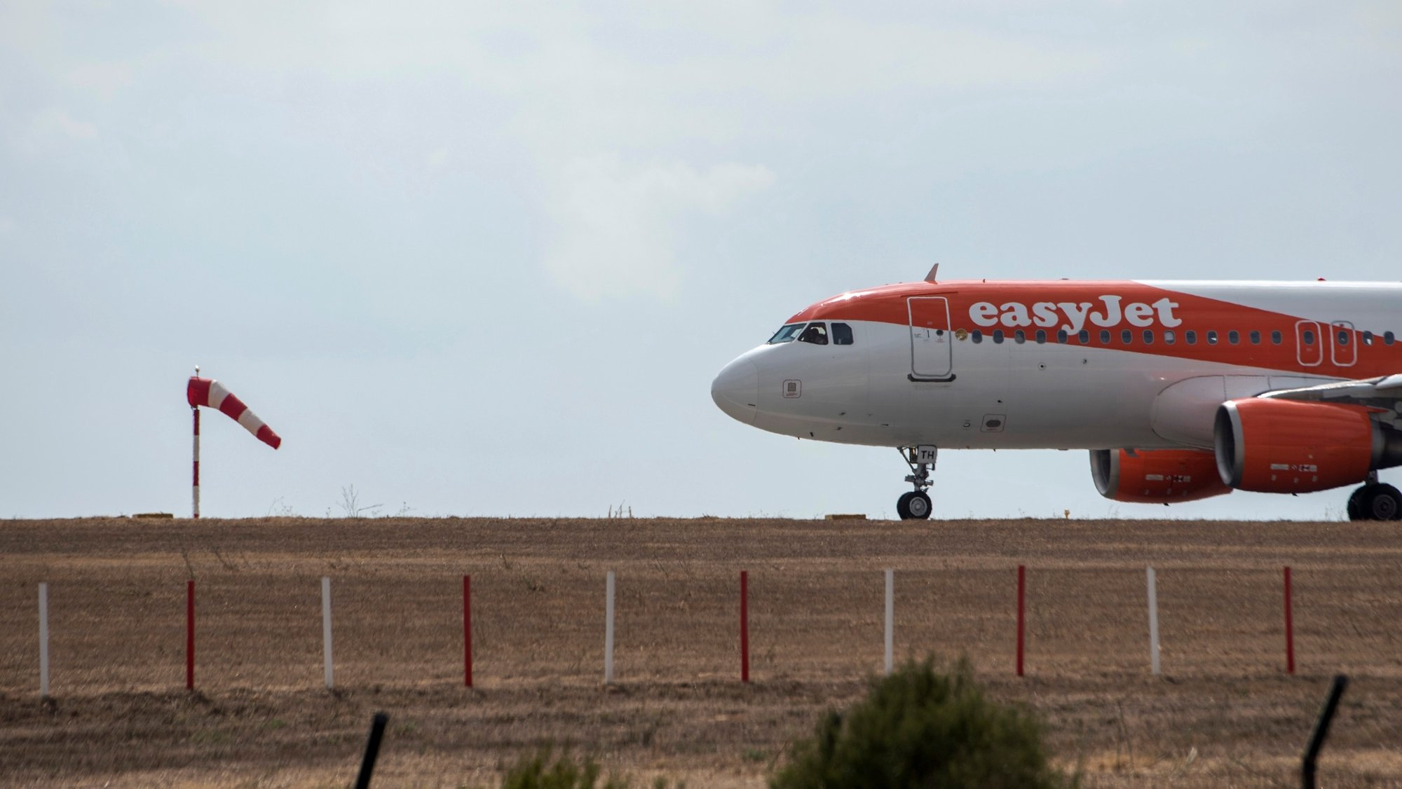 epa09382216 An EasyJet airplane lands in Menorca's airport, Balearic islands, Spain, 31 July 2021. The Balearic islands are recording a high increase in air traffic with lots of national and international flights due to the first weekend of August.  EPA/David Arquimbau Sintes