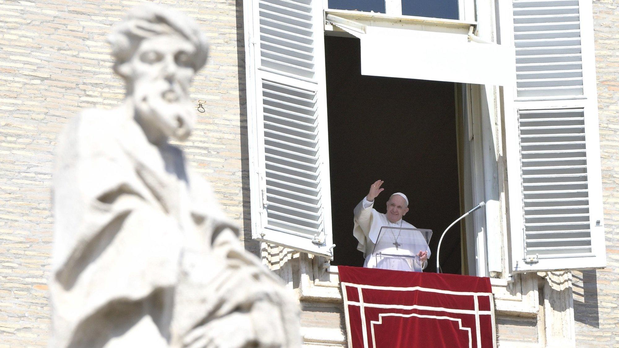 epa09528347 Pope Francis leads the Sunday Angelus Prayer from the window overlooking Saint Peter's Square, Vatican City, 17 October 2021.  EPA/ANSA/CLAUDIO PERI