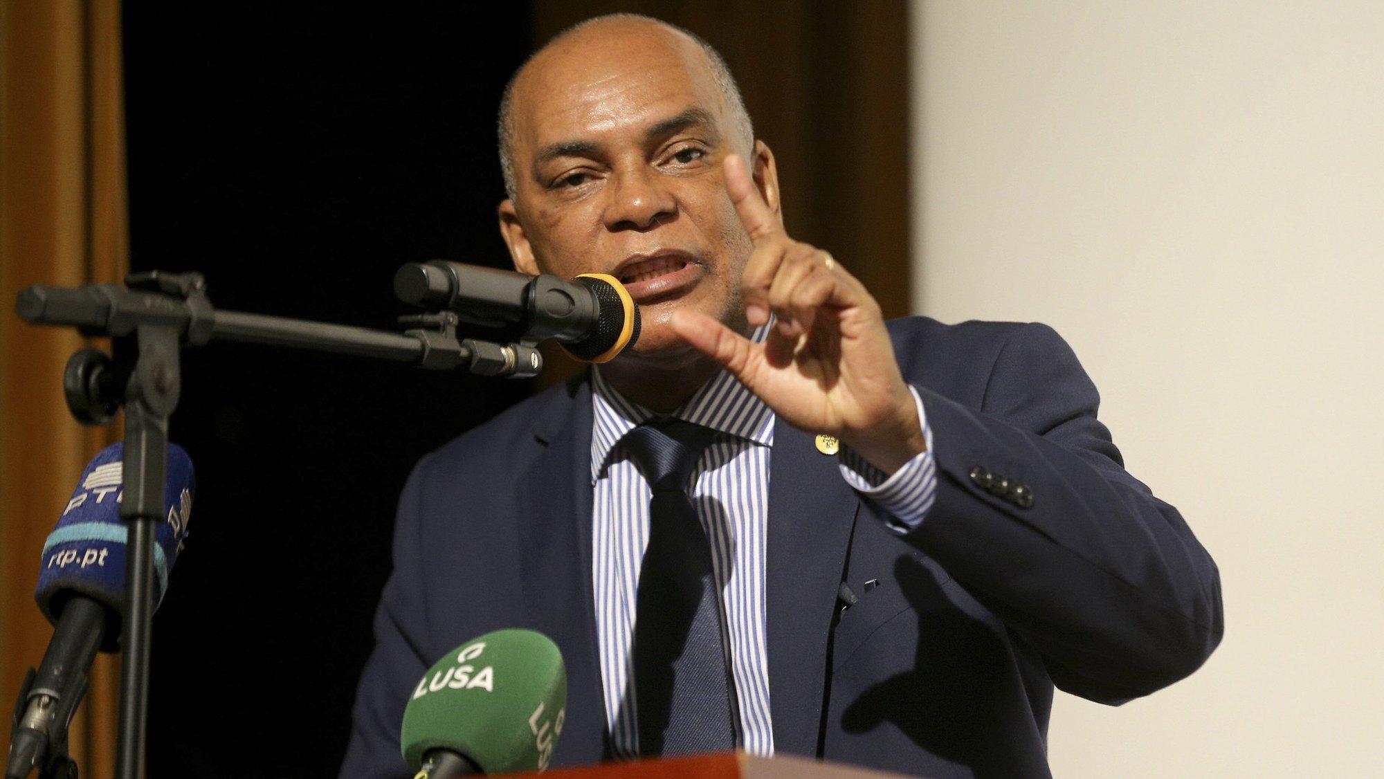 Adalberto Costa Junior, presidente da UNITA, discursa na conferência da Frente Patriótica Unida, Luanda, Angola, 5 de agosto de 2021. A Frente Patriótica Unida relizou este ato conjunto em que foi lida uma declaração política assinada pela UNITA, Bloco Democrático e PRA-JÁ Servir Angola. AMPE ROGÉRIO/LUSA