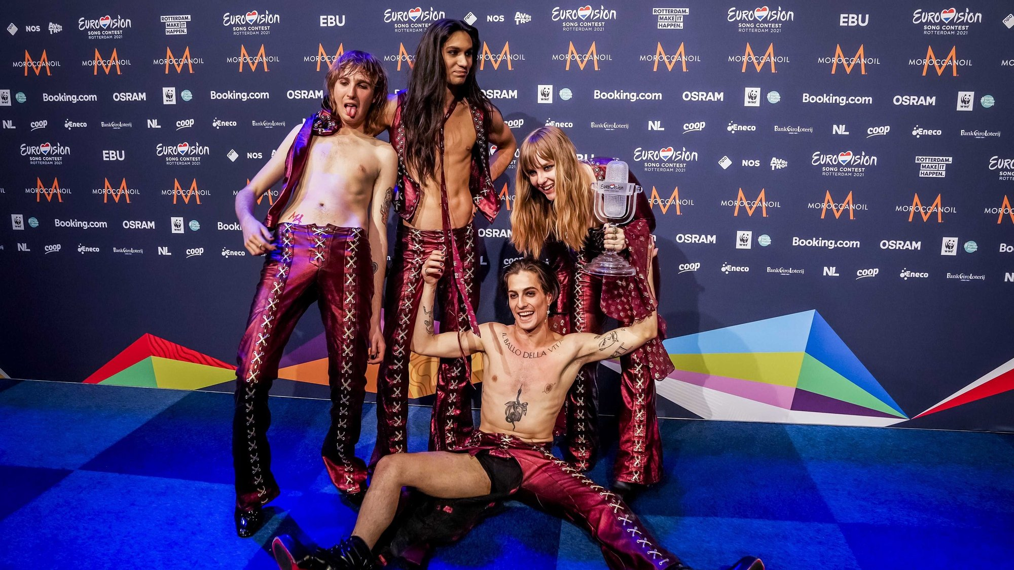 epa09221825 Maneskin from Italy pose for photographs during a press conference after winning the Grand Final of the 65th annual Eurovision Song Contest (ESC) at the Rotterdam Ahoy arena, in Rotterdam, The Netherlands, 22 May 2021. Due to the coronavirus (COVID-19) pandemic, only a limited number of visitors is allowed at the 65th edition of the Eurovision Song Contest (ESC2021) that is taking place in an adapted form at the Rotterdam Ahoy.  EPA/Sander Koning / POOL *** Local Caption *** 50359766