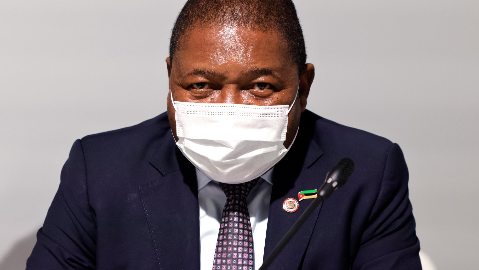 epa09208775 Mozambique's President Filipe Nyusi poses before the opening session of the Summit on the Financing of African Economies in Paris, France, 18 May 2021.  EPA/LUDOVIC MARIN / POOL  MAXPPP OUT