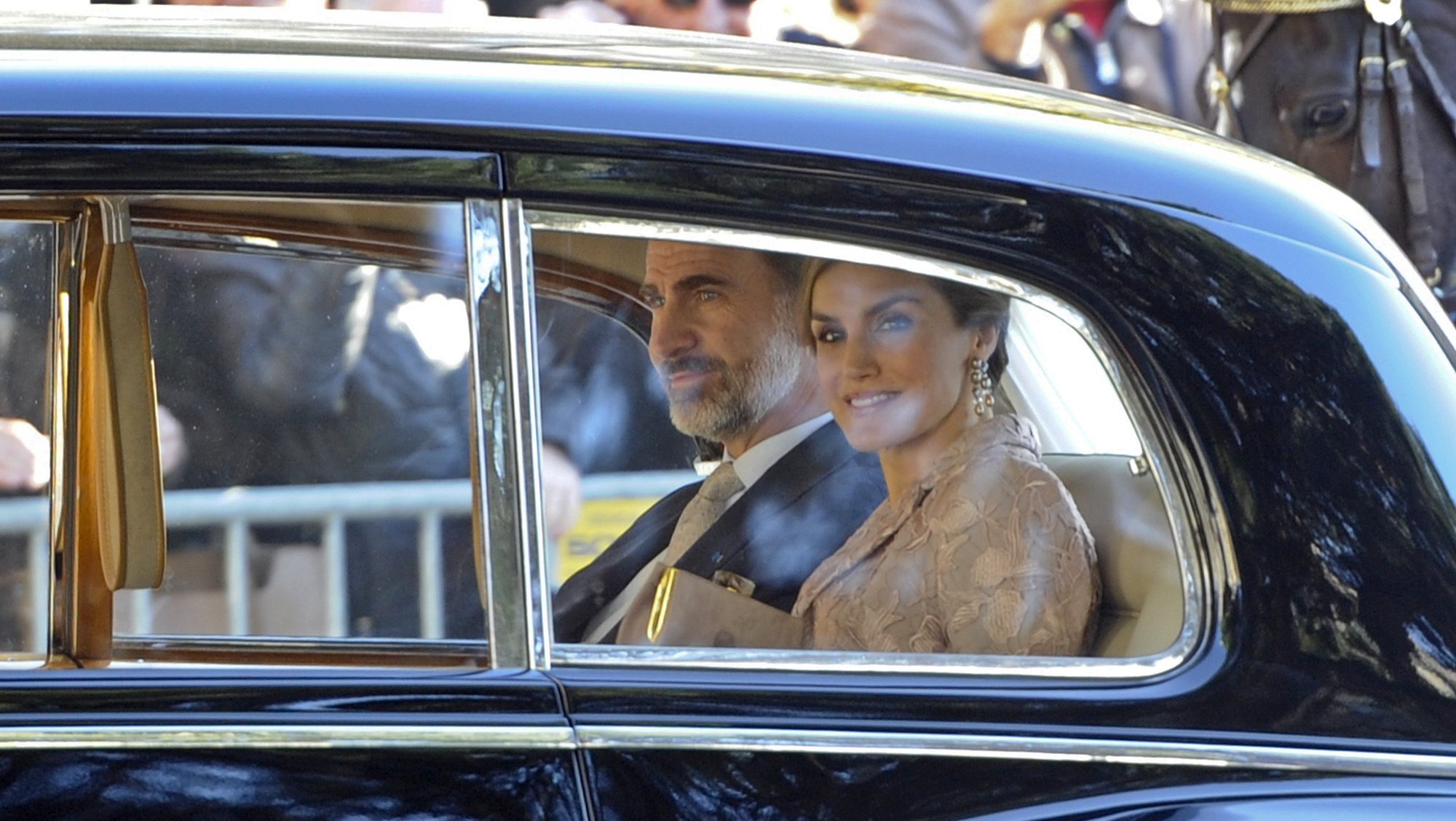 King of Spain Felipe VI (L) and Queen of Spain Letizia Ortiz Rocasolano (R) arrive for a reception at Porto City Hall in Porto, Portugal, 28 November 2016. The kings of Spain will begin a three-day state visit to Portugal today, which will also take them to Porto, Guimaraes and Lisbon, where Felipe VI will address to the Assembly of the Republic on Wednesday. FERNANDO VELUDO/LUSA