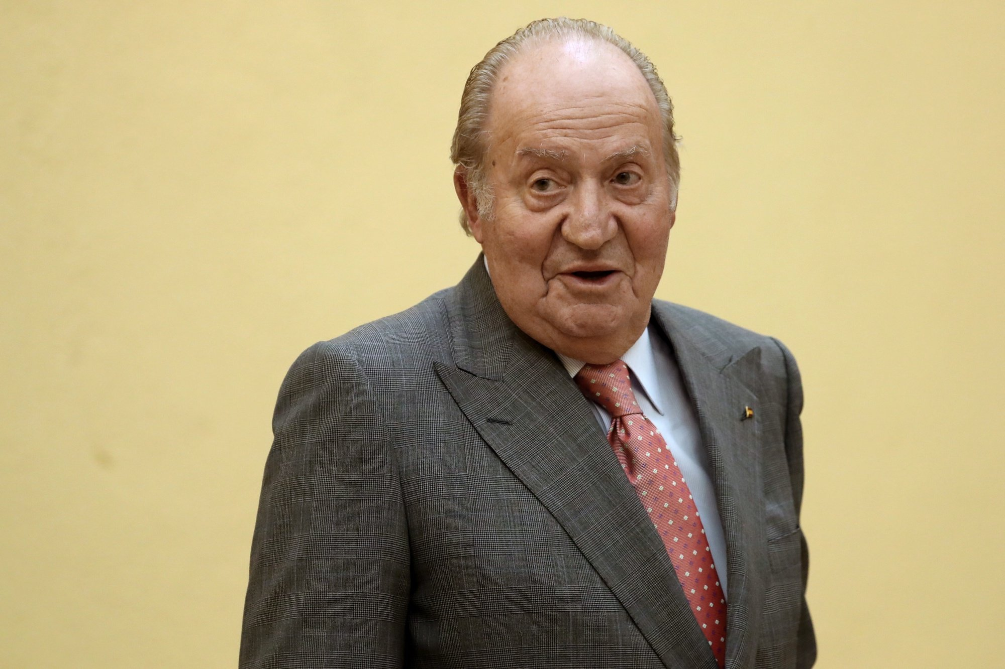 epa08582268 (FILE) - Spain King Juan Carlos I arrives for a meeting of the COTEC Foundation patronage at the Palace of El Pardo in Madrid, Spain, 31 May 2017 (reissued on 03 August 2020). Spanish Royal Household has announced that Emeritus King Juan Carlos I has proclaimed his intended decision to move abroad so as to not interfere in the image of the Spanish monarchy due to his alleged implication in a Swiss offshore account investigation. EFE/Sergio Barrenechea  EPA/Sergio Barrenechea