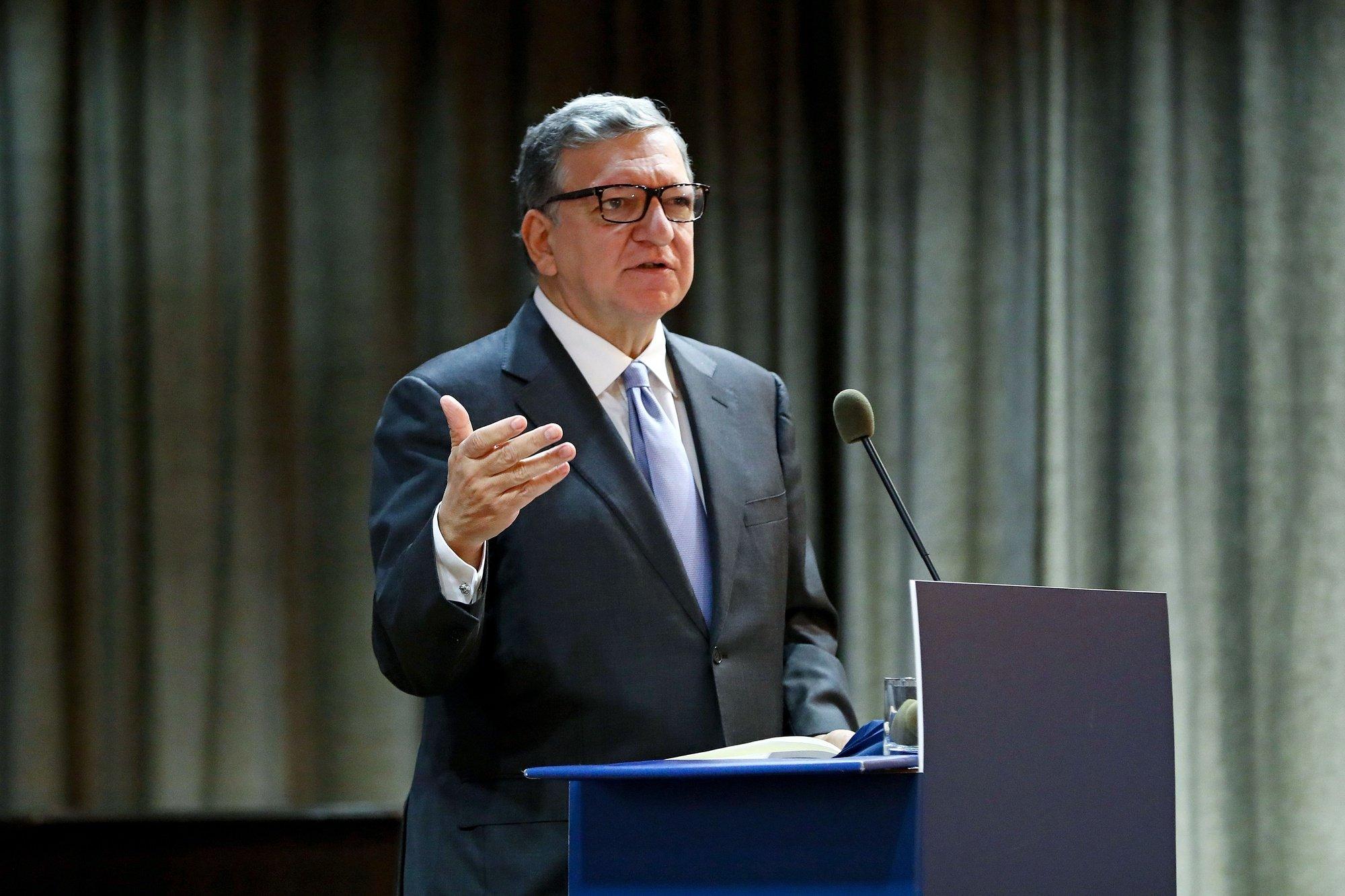 """O diretor do Centro de Estudos Europeus, José Manuel Durão Barroso, intervém na conferência """"Presidência do Conselho da União Europeia 2021"""", na Universidade Católica, em Lisboa, 23 de novembro de 2020. Portugal assumirá a Presidência do Conselho da União Europeia no primeiro semestre de 2021, sucedendo à Alemanha. ANTÓNIO PEDRO SANTOS/LUSA"""