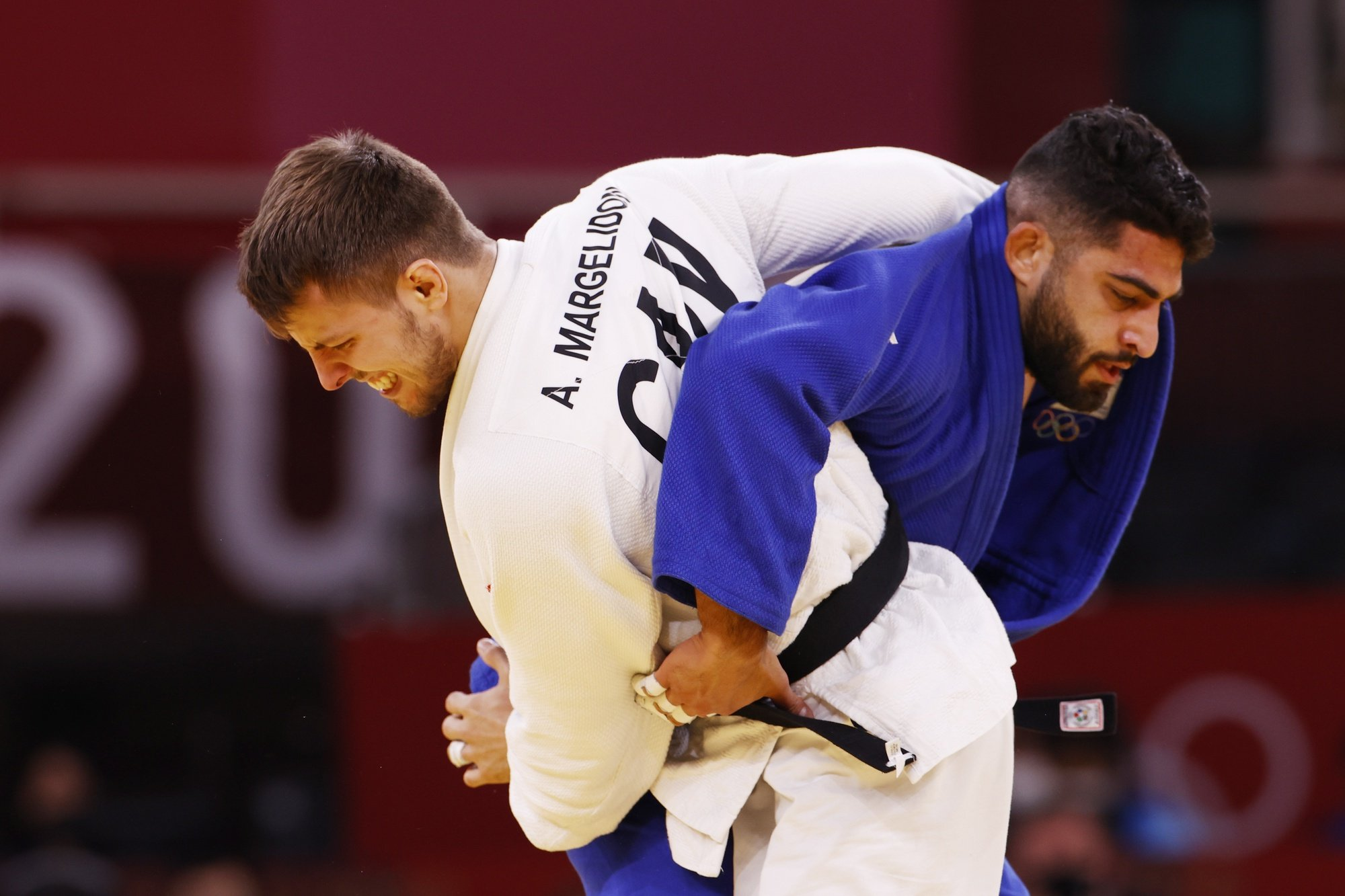 epa09366794 Arthur Margelidon (white) of Canada in action against Tohar Butbul (blue) of Isreal during their Repechage bout in the Men's Judo -73kg at the Tokyo 2020 Olympic Games at the Nippon Budokan arena in Tokyo, Japan, 26 July 2021.  EPA/RUNGROJ YONGRIT