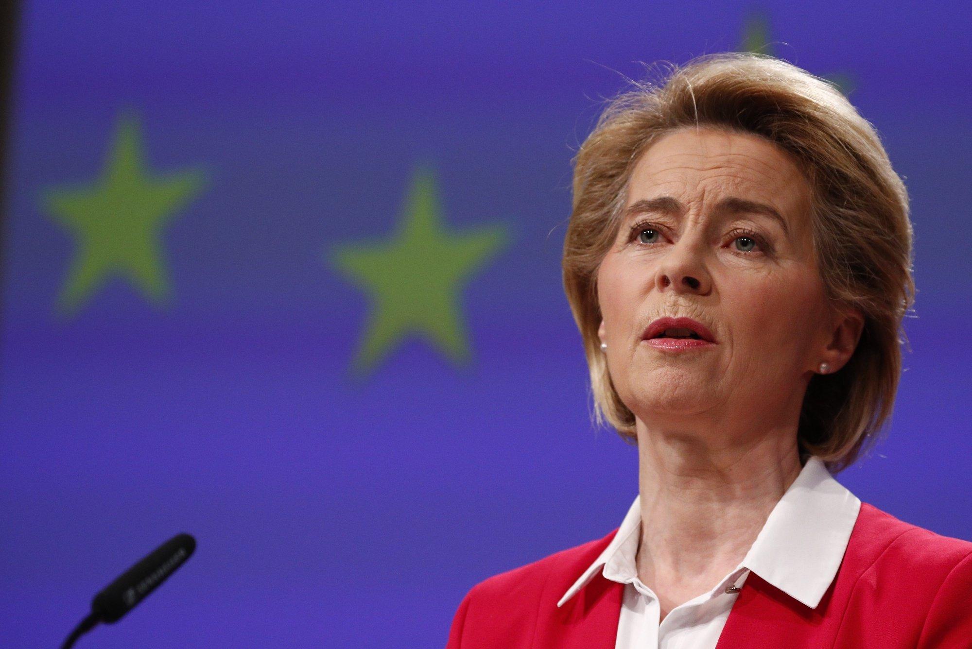 epa08338401 European Commission President Ursula von der Leyen holds a news conference detailing EU efforts to limit economic impact of the coronavirus disease (COVID-19) outbreak, in Brussels, Belgium, 02 April 2020.  EPA/FRANCOIS LENOIR / POOL