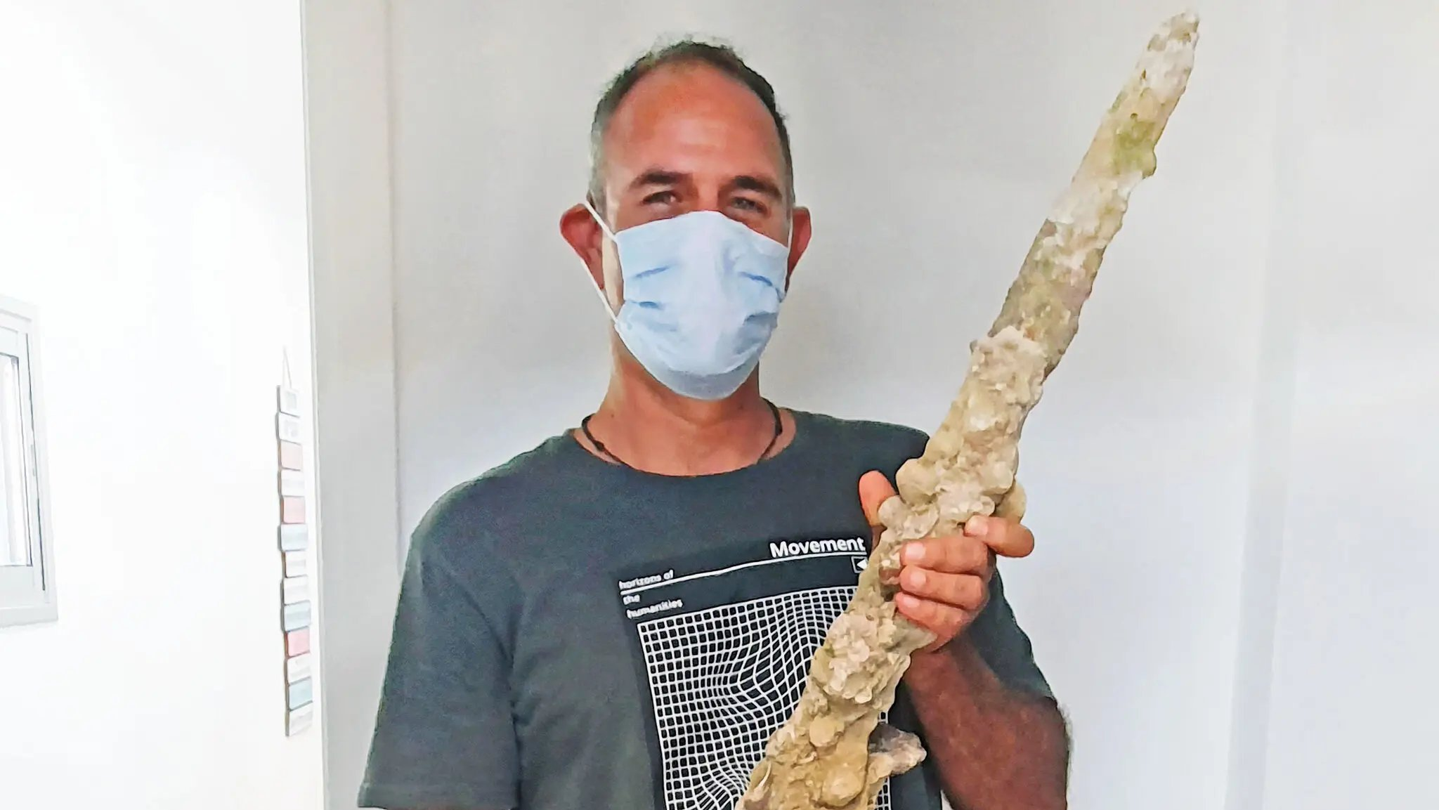 Espada de 900 anos encontrada em costa Israelita