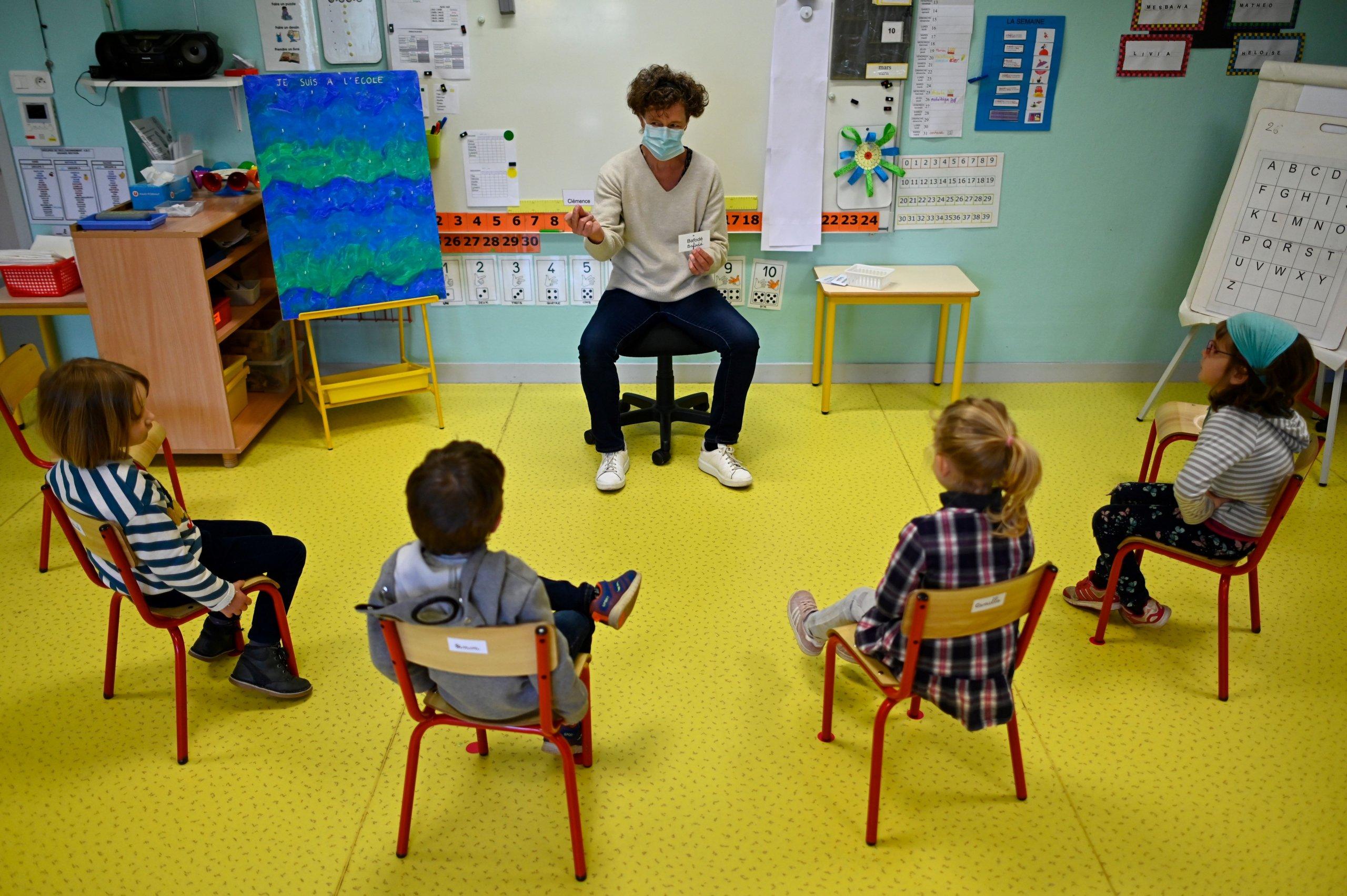 TOPSHOT-FRANCE-HEALTH-VIRUS-SCHOOL