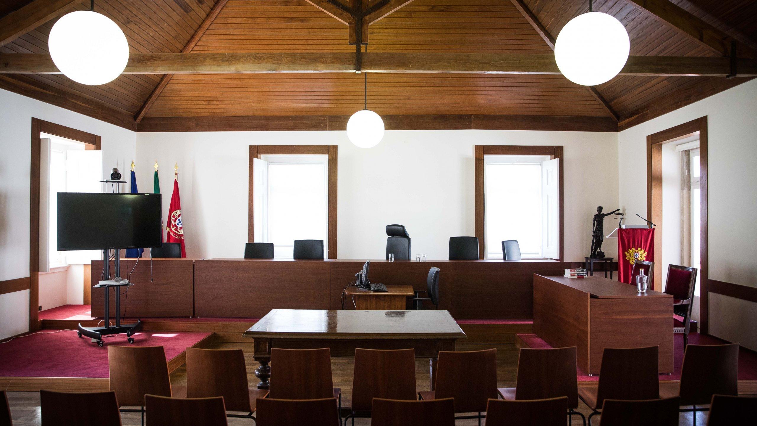 O Supremo Tribunal de Justiça, presidido pelo presidente, Conselheiro António Joaquim Piçarra, em conferência de imprensa, mostrou como é efetuada a distribuição de processos pelos diferentes juízes.