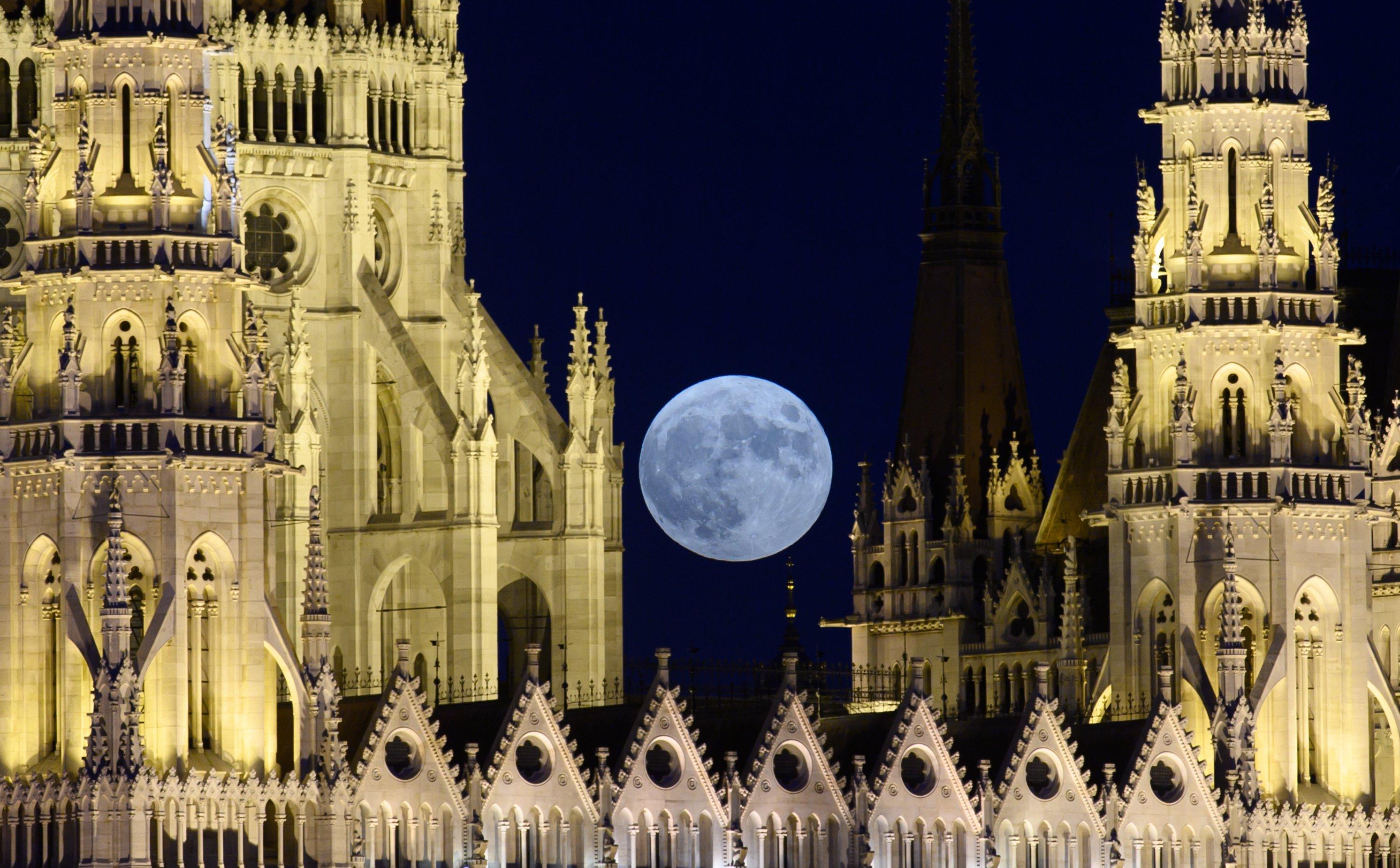Full moon in Budapest