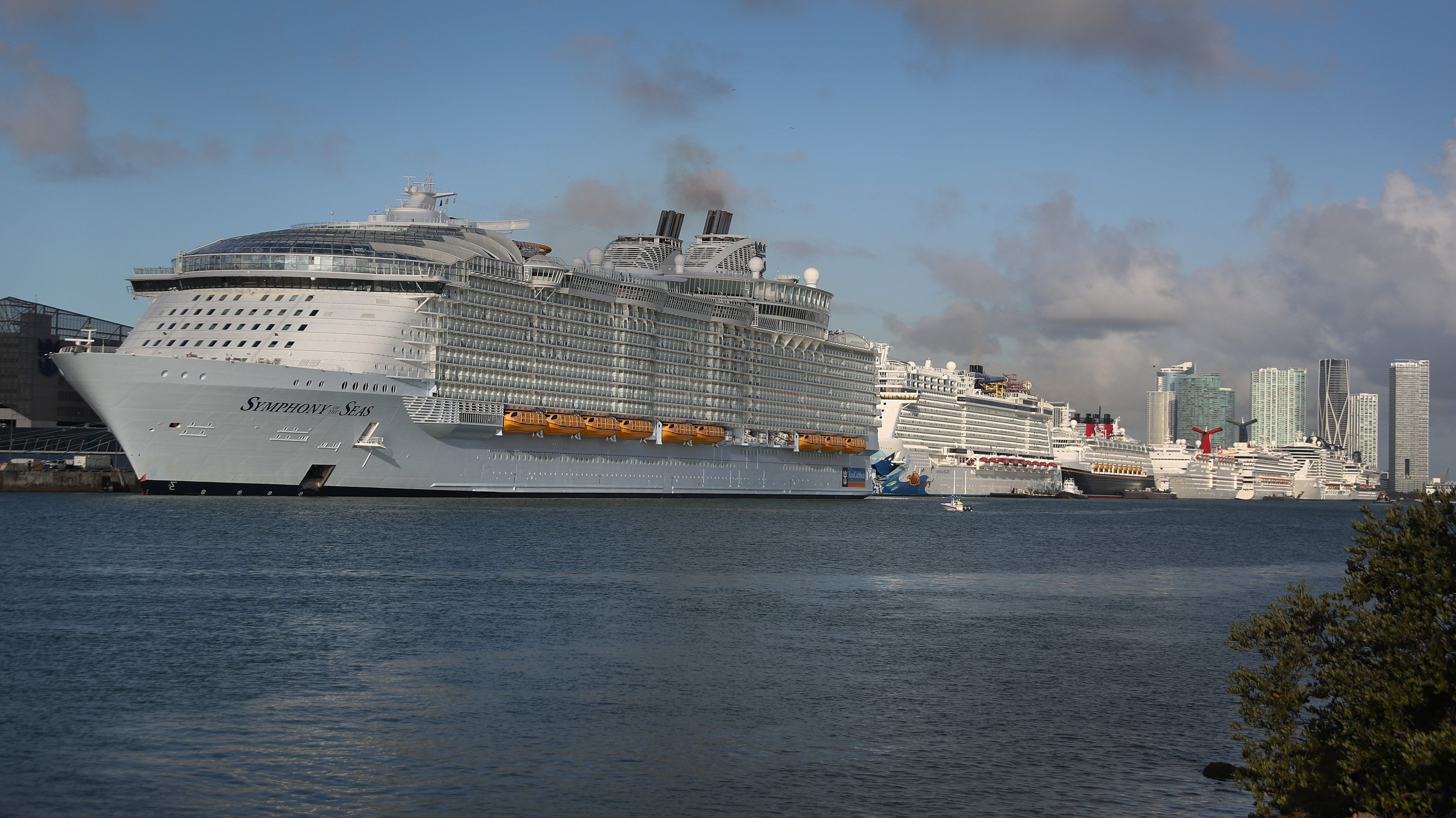 World's Largest Cruise Ship Drops Off Passengers And Crew In Miami