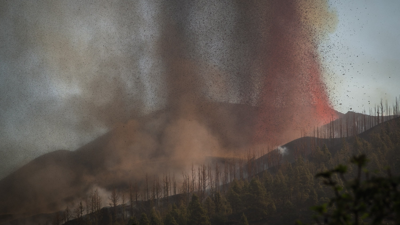 Mount Cumbre Vieja erupts in El Pasoâââââââ