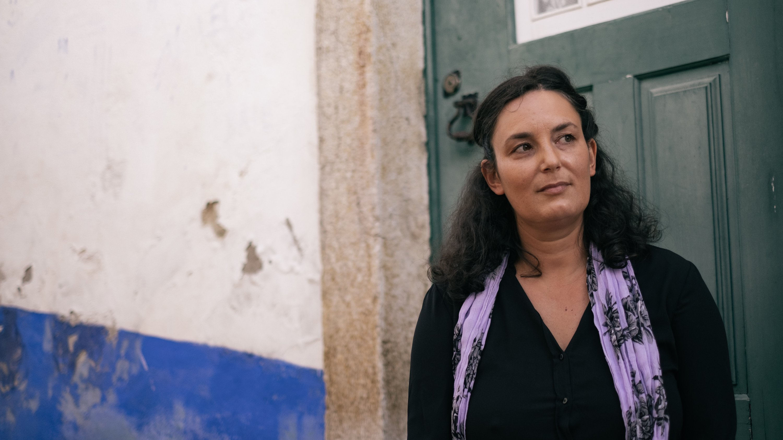 O Observador entrevistou a escritora, Cláudia Andrade, no Festival Internacional Literário de Óbidos, o FOLIO. Óbidos, 23 de Outubro de 2021 ANDRÉ DIAS NOBRE / OBSERVADOR
