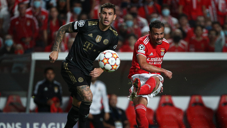 Lucas Hernández e Diogo Gonçalves durante o jogo entre o Sport Lisboa e Benfica e o Fussball Club Bayern Munchen, no estádio da Luz, a contar para a 3ª jornada da fase de grupos da Liga dos Campeões 2021/22. Lisboa, 20 de Outubro de 2021. FILIPE AMORIM/OBSERVADOR