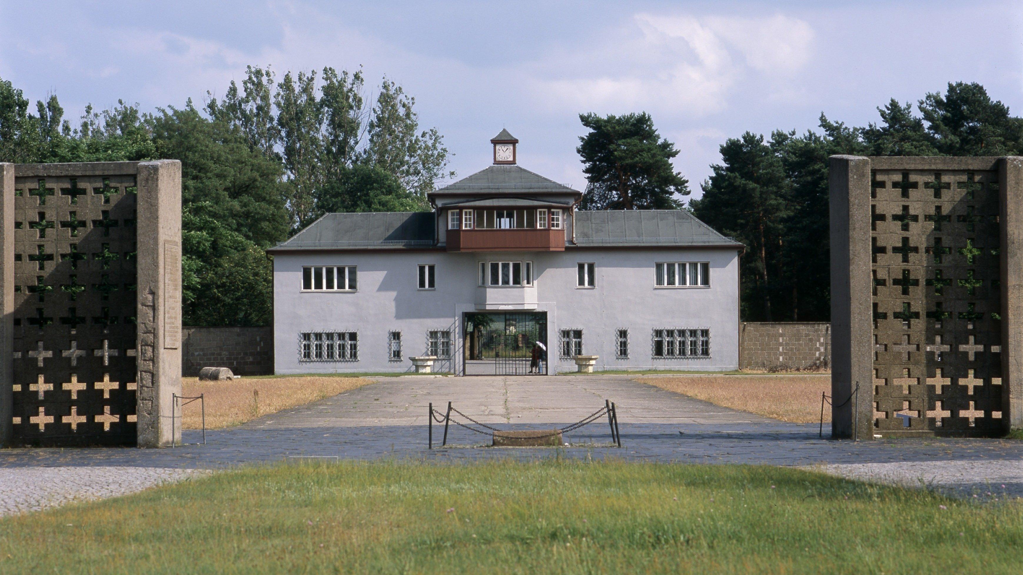 Germany, Brandenburg, Oranienburg: EntranceBuilding to the concentration camp (KZ) Sachsenhausen.