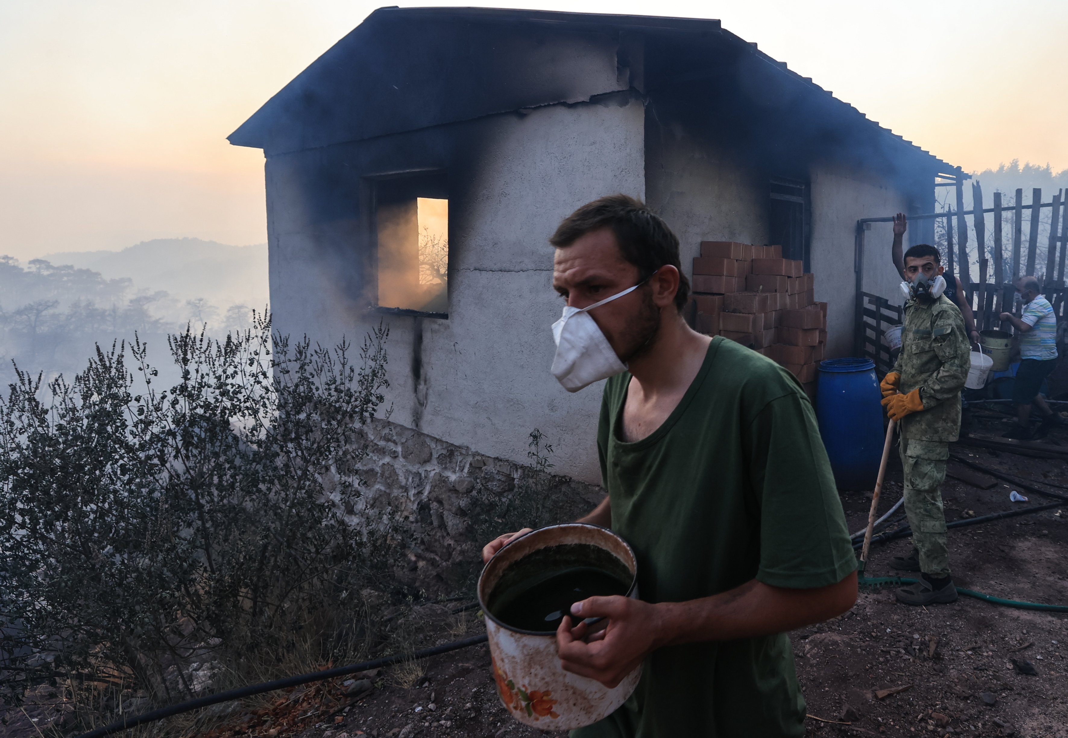 Turkeyâs fight against forest fires continues at full pace
