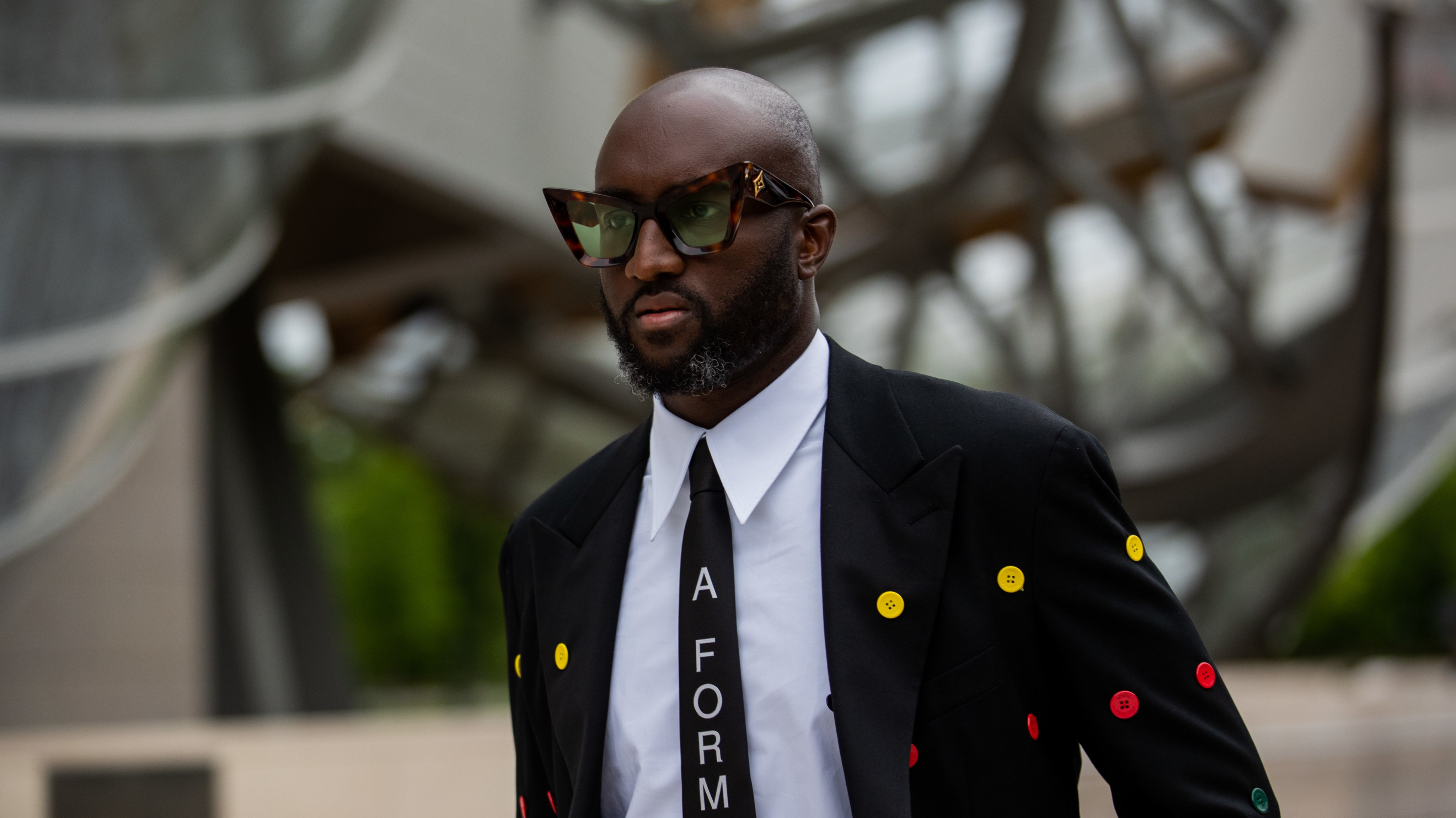 Street Style - Paris Fashion Week - Haute Couture Fall/Winter 2021/2022 : Day One