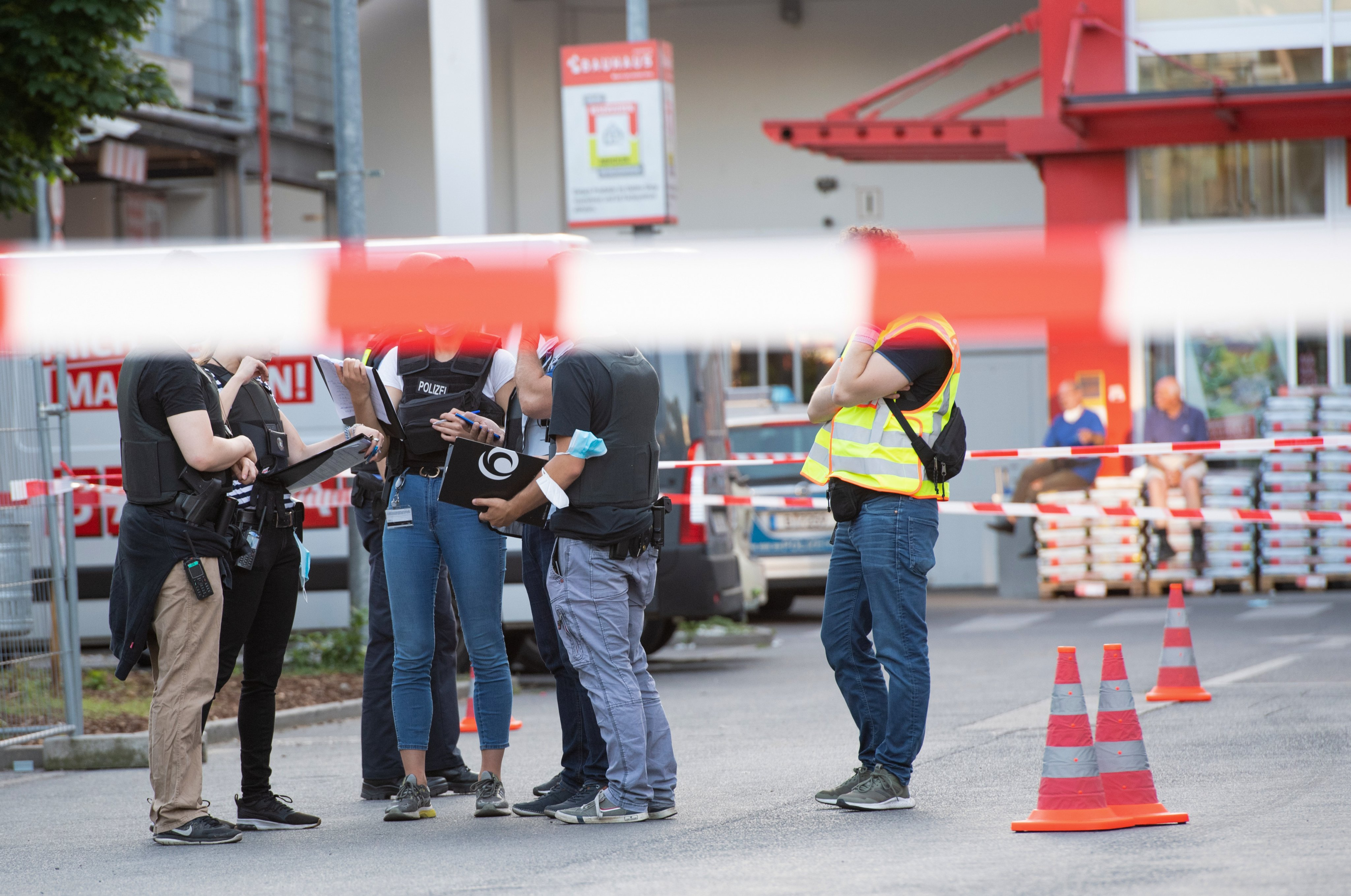 Shots fired at DIY store parking lot in Berlin-Wedding