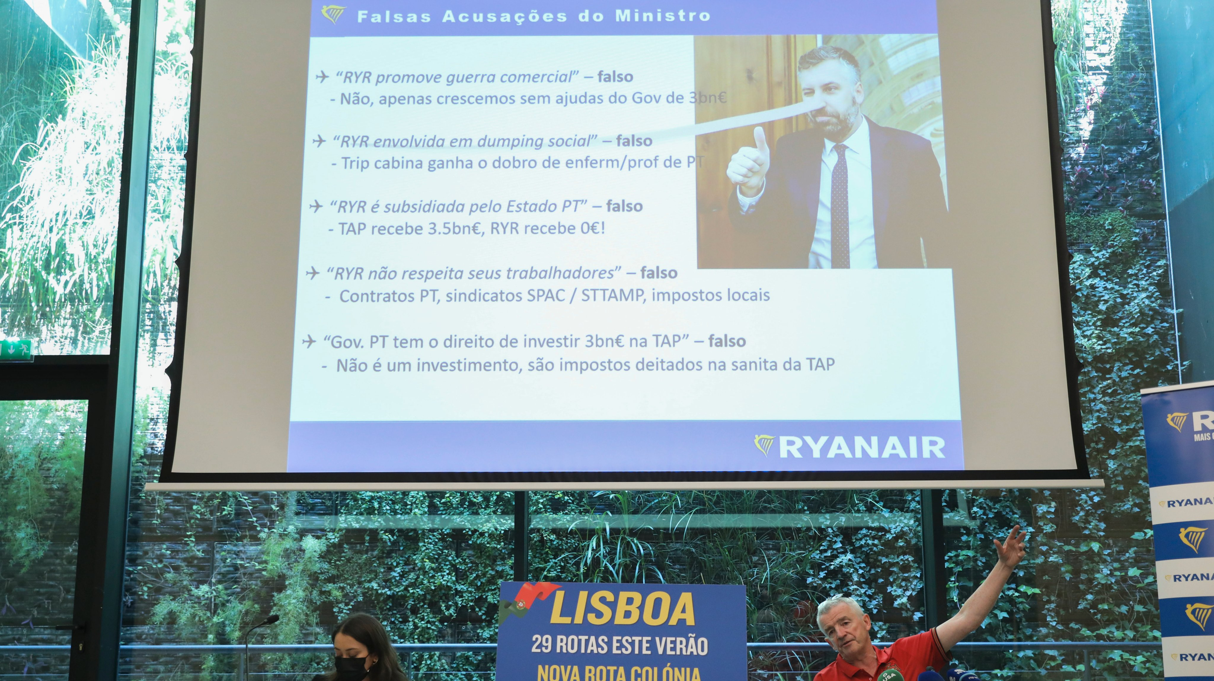 Ryanair CEO Michael O'Leary (R) attends a press conference of Ryanair Group this morning in Lisbon, Portugal,