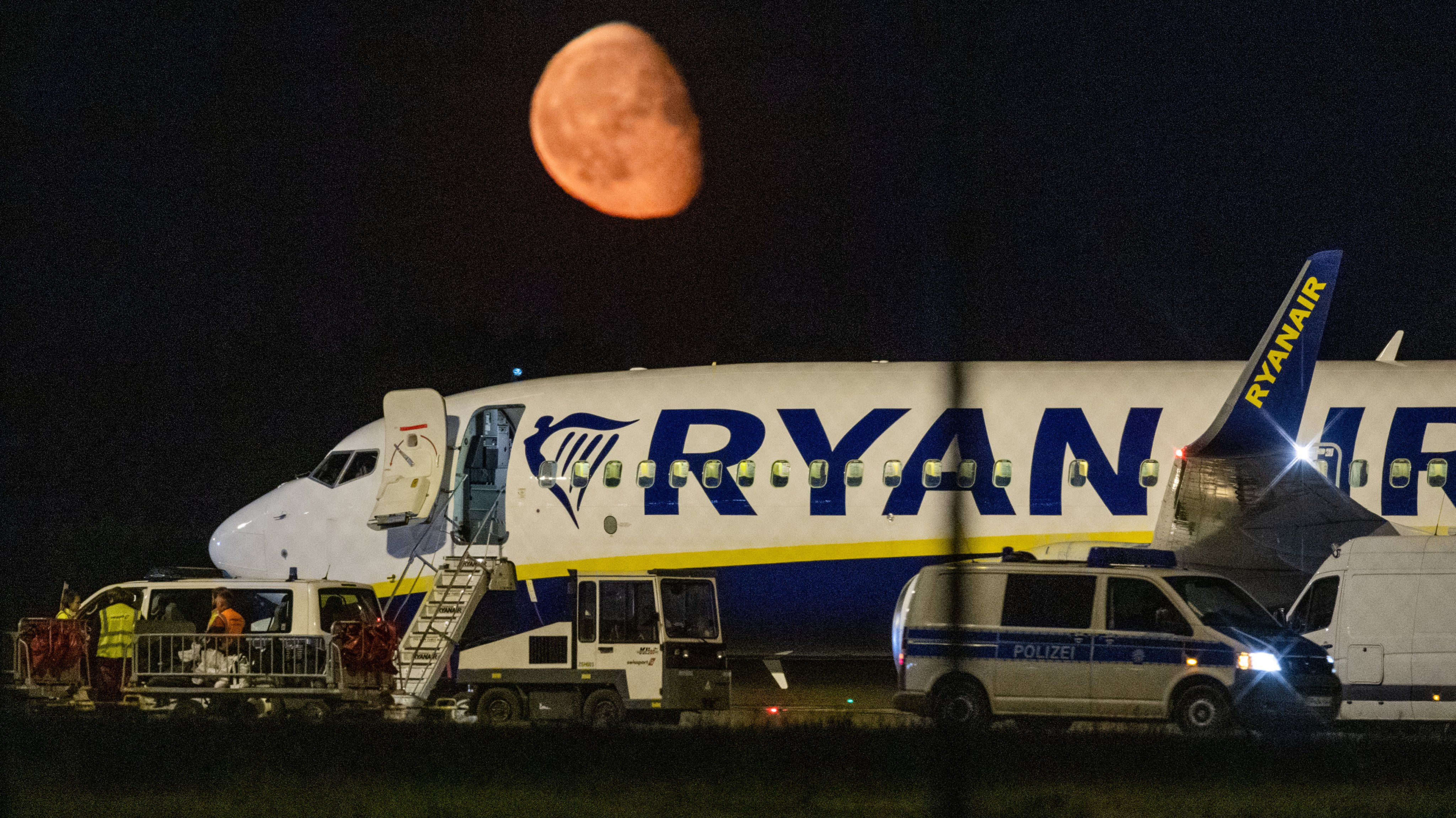 Ryanair plane in unscheduled stop at Berlin airport