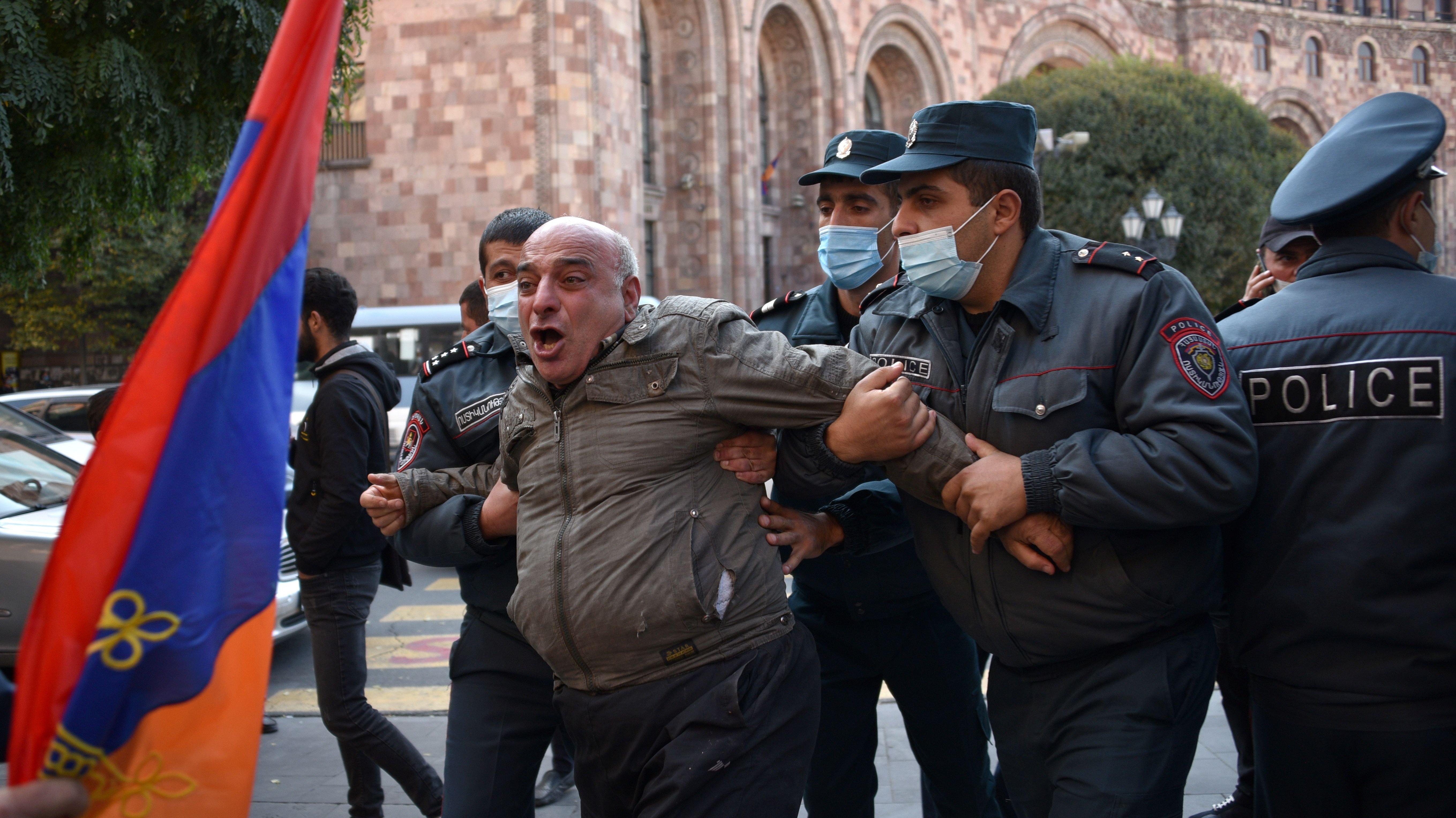 TOPSHOT-ARMENIA-AZERBAIJAN-KARABAKH-CONFLICT