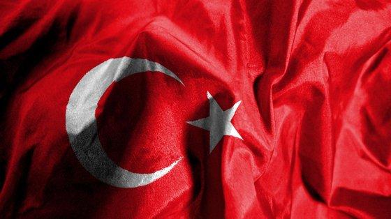 A Turquia foi condenada a pagar a Resur Üçdag uma indemnização de 5.000 euros por danos morais e 1.736 euros por custas processuais e despesas