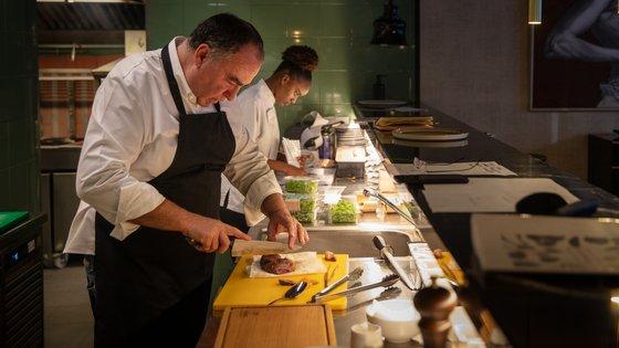 Vítor Sobral é um dos chefs que pode ser contratado pelo serviço. Entre uma lista jeitosa está também o estrelado Vincent Farges ou Marlene Vieira
