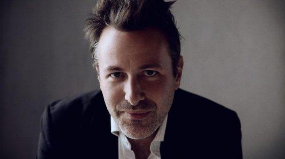 David Enia é dramaturgo, escritor e ator. Nasceu em Palermo em 1974