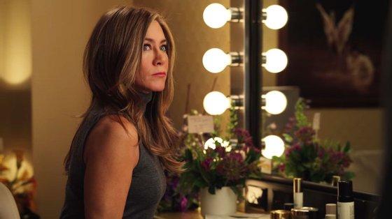Jennifer Aniston volta a ser Alex Levy, pivot de um programa matinal norte-americano que junta notícias e entretenimento