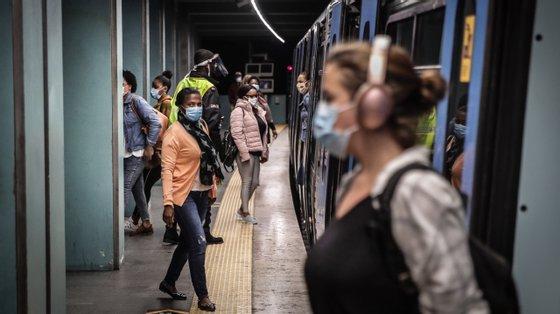 A atualização da DGS relativamente às regras nos transportes públicos abrange desde os passageiros, aos trabalhadores
