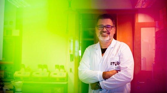 Licenciado em Química Aplicada e doutorado em Biologia Celular, Pedro Matos Pereira desenvolveu investigação na University College de Londres e trabalha agora no Instituto de Tecnologia Química e Biológica António Xavier, da UNL, em Oeiras