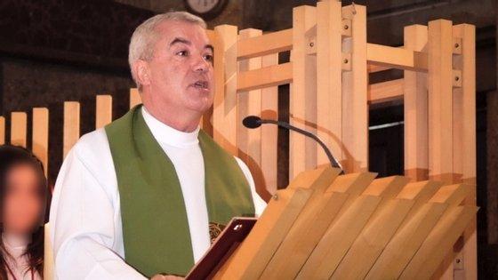 O padre saiu de uma paróquia em França depois de ter sido alvo de uma queixa no Funchal e não mais foi visto