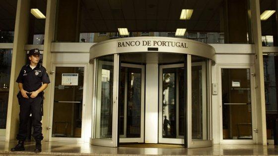 Entre janeiro e maio, o défice da balança de rendimento primário diminuiu 123 milhões de euros relativamente ao período homólogo, para 1.963 milhões de euros