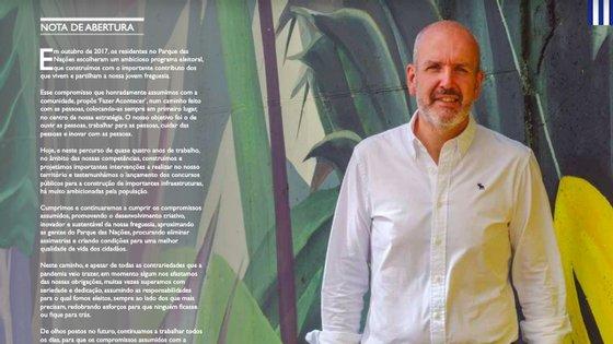 O presidente da junta de freguesia do Parque das Nações, na nota de abertura da revista publicada a 14 de julho, junto a uma das obras de arte pintadas no festival Muro LX21 que decorreu de 3 a 11 de julho