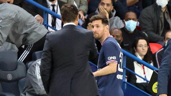 A cara de Messi quando foi substituído pelo compatriota e treinador Pochettino