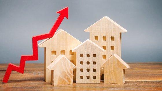 O presidente da Associação Portuguesa de Imobiliários, Hugo Santos Ferreira, defende também o fim do Adicional ao IMI, e a redução para a taxa reduzida do IVA sobre construção de nova habitação