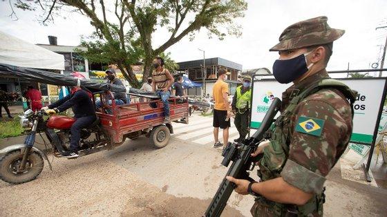 A legislação brasileira proíbe a mineração dentro de territórios indígenas