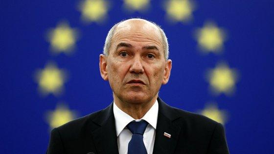 A Eslovénia vive mergulhada numa crise política, tendo o atual governo sobrevivido já a duas tentativas de destituição este ano