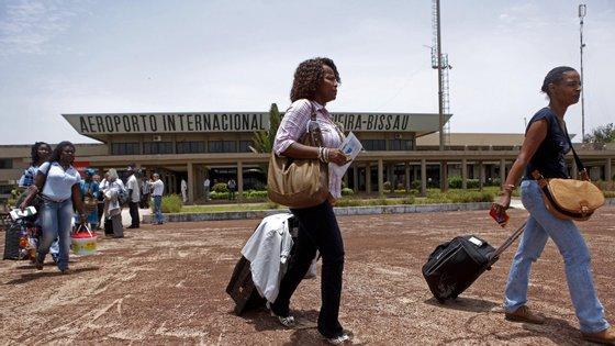 Um passageiro confirmou à Lusa que a companhia assumiu os encargos com o hotel daqueles que não possuem residência em Bissau