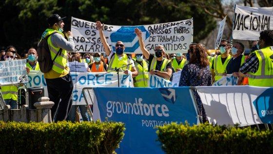 Para já, os sindicatos dos Trabalhadores dos Transportes de Portugal (STTAMP) e dos Trabalhadores dos Aeroportos Manutenção e Aviação (STAMA) mantêm os avisos prévios de greve em vigor para a Groundforce