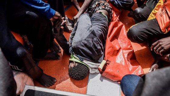 Além das pessoas que se encontram a bordo dos navios das organizações não-governamentais, mais de duas mil pessoas chegaram nos últimos dias à ilha italiana de Lampedusa estando o centro de acolhimento completamente lotado