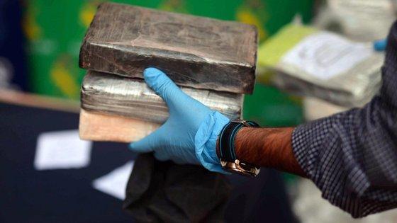 A GNR adianta que a investigação por tráfico de droga decorria há cerca de 18 meses