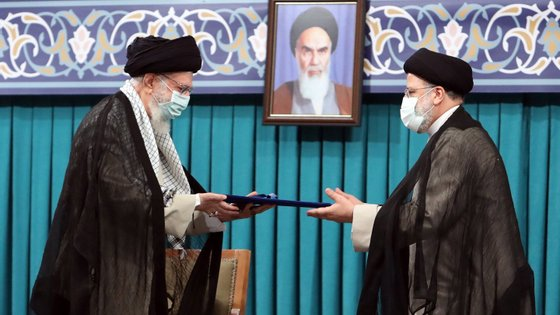 A crise económica foi agravada pela pandemia de Covid-19: o Irão país é o mais atingido pela pandemia noMédio Oriente