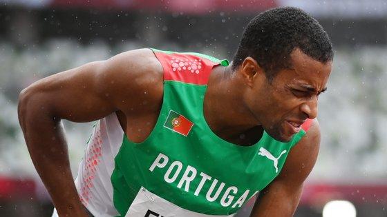 Nelson Évora sentiu um problema na virilha logo no primeiro salto que condicionou o resto de uma qualificação feita em sacrifício para não desistir