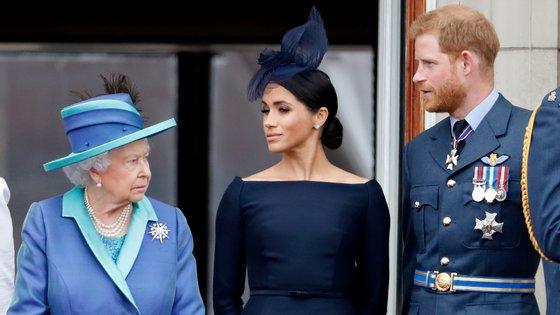 """A decisão do duque de Sussex, em lançar um conjunto de memórias num registo """"intimista e sincero"""" com a chancela da editora Random House, não estará a ser bem recebida no seio da família real britânica"""