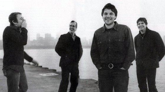 """Os Wilco numa foto de promoção a """"Yankee Hotel Foxtrot"""", já com Jay Bennett fora do retrato"""