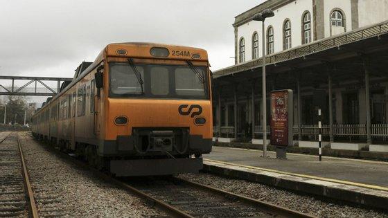 Em 25 de abril, a Infraestruturas de Portugal (IP) iniciou o serviço ferroviário de transporte de passageiros com comboios de tração elétrica no troço da Linha do Minho